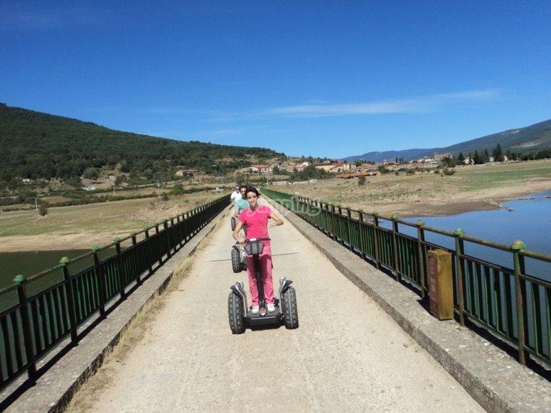 Cruzando un puente de Soria en segway