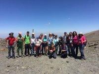 Grupo de visitantes en Sierra Nevada