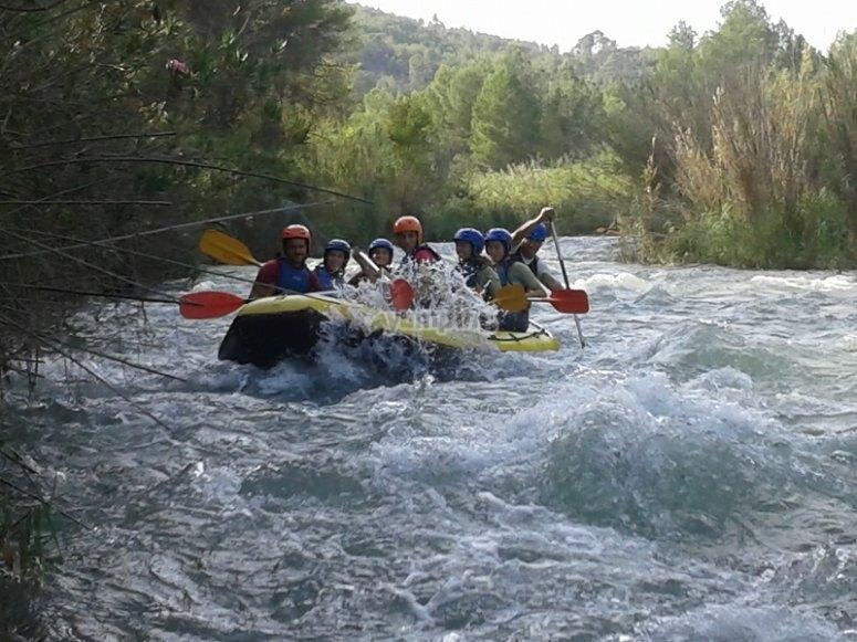 Descenso por aguas bravas rafting en Cofrentes