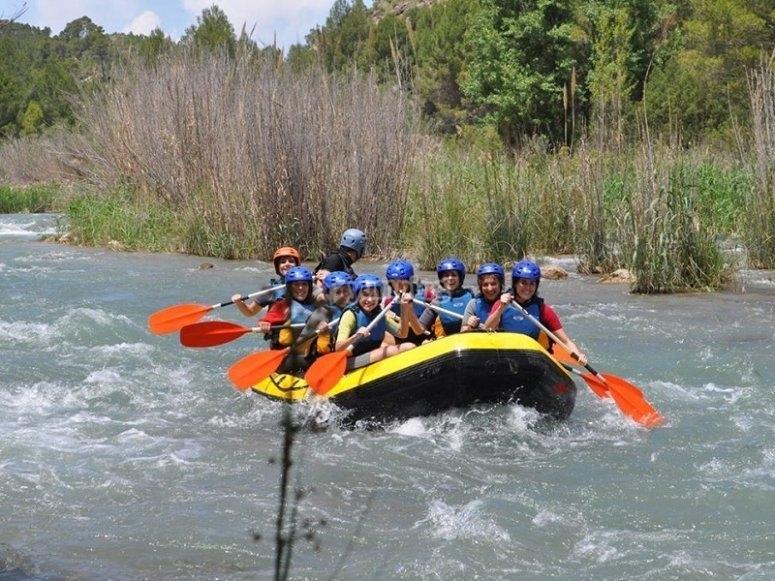 Haciendo rafting en Cofrentes