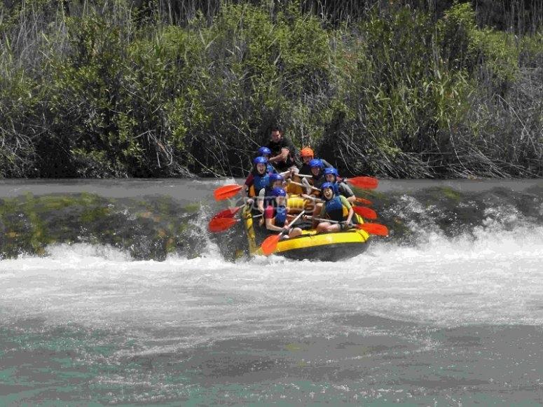 Rafting en los rapidos de Cofrentes