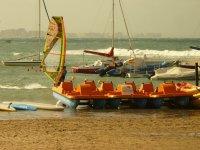 风帆冲浪上控制沿岸风