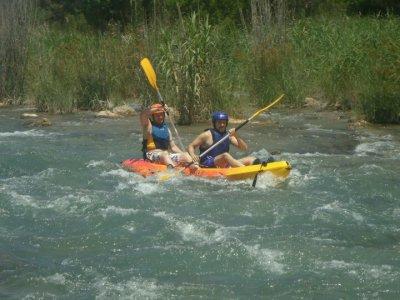在白水皮划艇卡夫列爾河下降