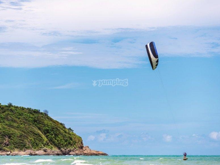 Sesión de kitesurf de perfeccionamiento