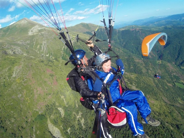 Flying by a paraglider