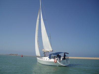 Paseo romántico en velero con cena, en Chiclana