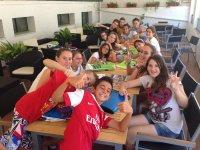 Estudiantes de ingles en el campamento
