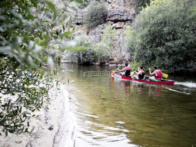 Canoes en route