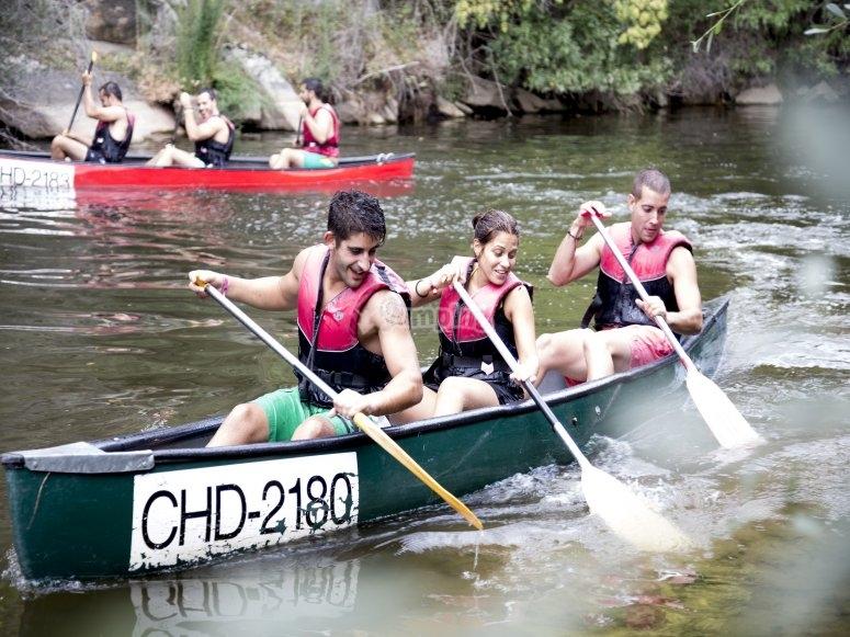 Remando con canoa por San Rafael