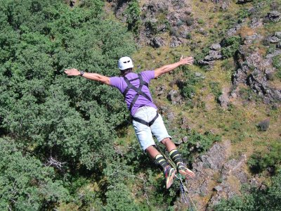 Super Bungee salta 40 metri a Madrid con foto