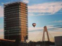 Globo junto a la torre de Caja Badajoz