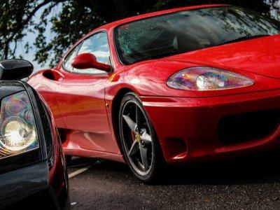 2 vueltas circuito Kotarr en Ferrari o Lamborghini