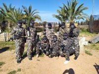 Partida de paintball para adultos