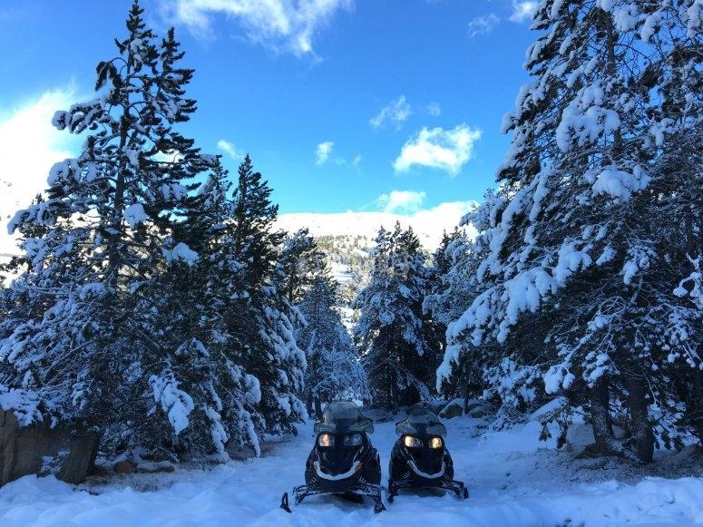 Conduce nuestras motos de nieve en Andorra