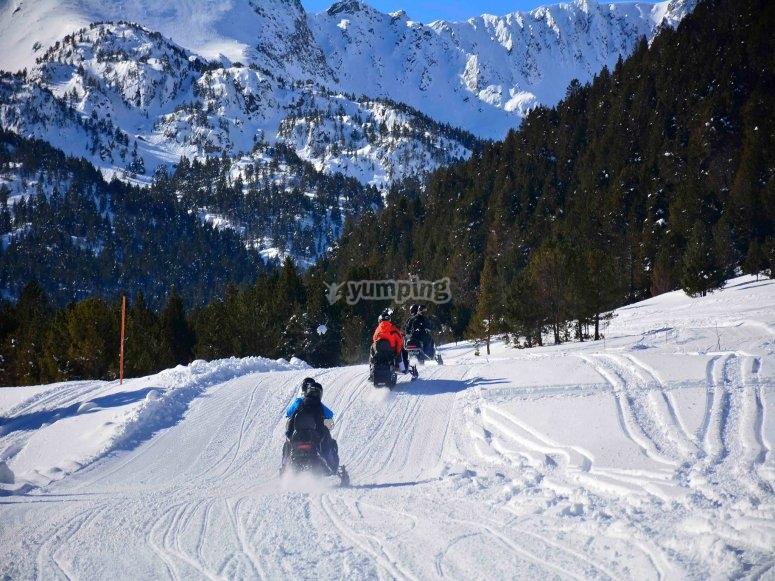 Ruta en moto de nieve por Grau Roig