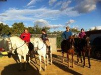 Listos para la ruta a caballo