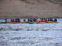 Canoas en el lago