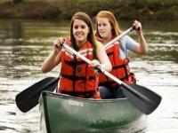 Realiza una excursión en canoa