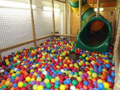 1h de juego en parque infantil, menores de 3 años