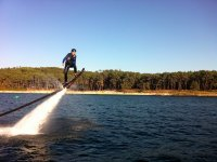 Probando la tabla de hoverboard en embalse
