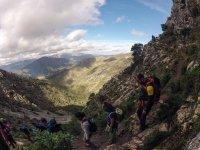 登山步道健行登山组的顶部