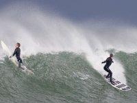 Luchand con la ola