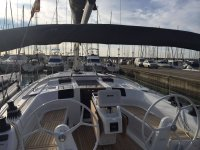 Cubierta del velero en puerto