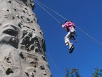 Bajando de la torre de escalada
