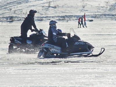 路线14公里。在雪地摩托车上双至Montgarri +菜单