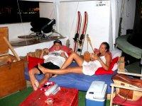 Descansando con el equipo de esqui nautico