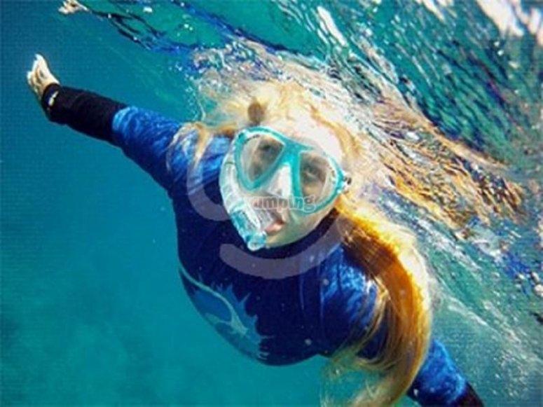 在兰萨罗特岛浮潜