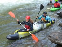 Partenza dalla riva del fiume in canoa