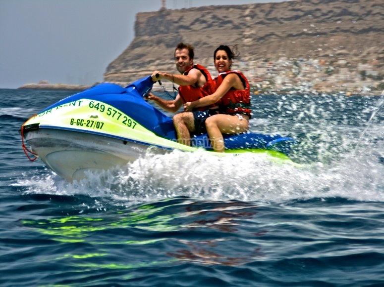 Así se disfruta de una moto de agua