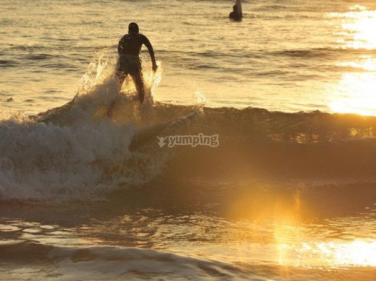 Cogiendo la ola con el sol
