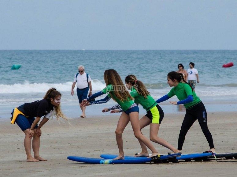年轻网民上网冲浪提高技术姿势练习