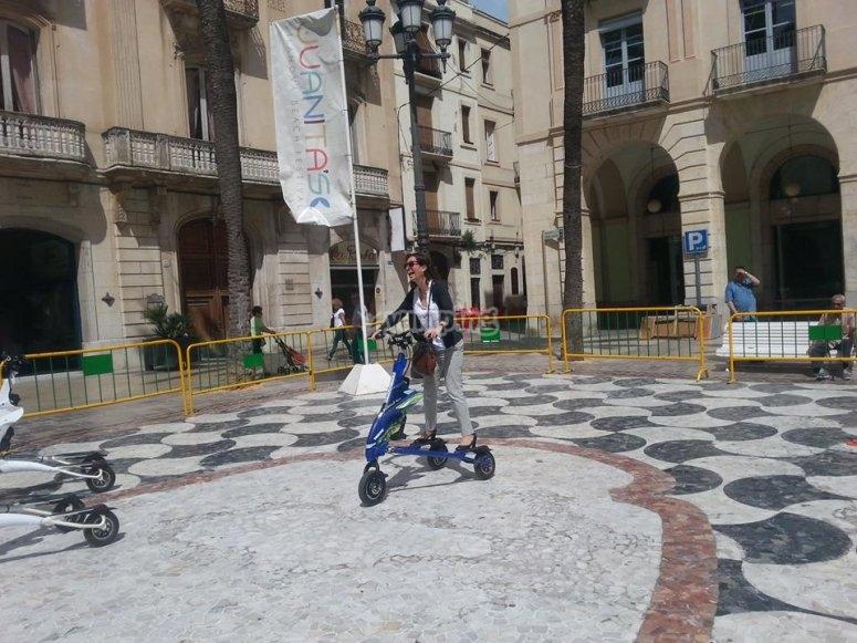 骑在巴塞罗那电动Trikke Probando路线