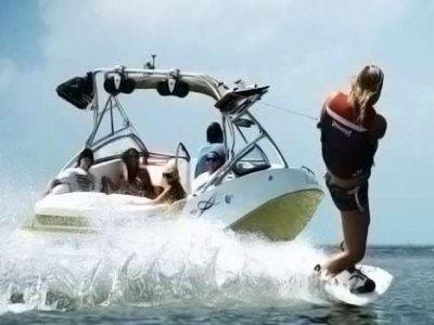 Barco Sea-Doo 230 + wakeboard + champán 2h