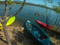Kayaks en la orilla del Alberche