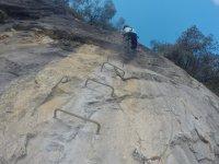 Muro vertical en la montaña