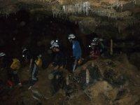 Recorrido en grupo por la cueva