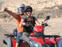Montando en quad biplaza en Fuerteventura