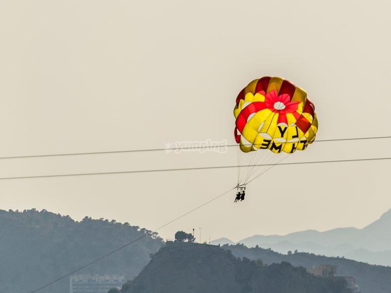 Fly in parasailing through Benidorm