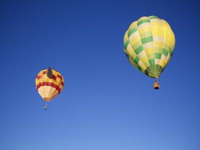 乘坐热气球 + 午餐 + 文凭 90 分钟