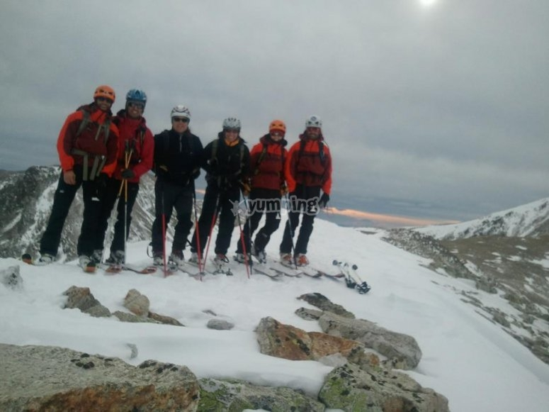 Grupo con raquetas de nieve