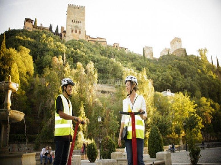 En segway junto a la Alhambra