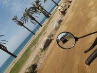 在四轮驱动的海岸上