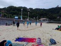 在沙滩上玩