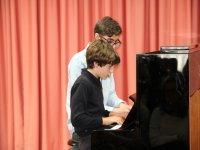 Ensayando en el piano