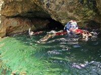 Sacando la cabeza bajo el agua