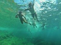 Nadando en el mar en Mallorca